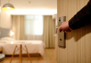 puerta habitación hotel